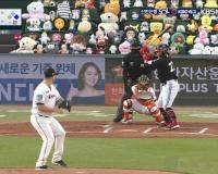 【画像】 韓国プロ野球の試合、たくさんのギャラリーに見守られる。