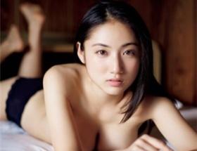 紗綾、セミヌード初挑戦 「ブラ外したときはドキドキ」