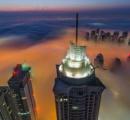 【画像】ドバイの高層ビルに霧が漂う様子が幻想的だと話題に