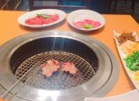 【悲報】宮脇咲良ちゃん、平日夕方に一人焼肉…