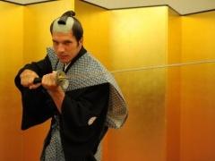 【画像】寿司にチャンバラ・・・アーセナルは日本満喫中www