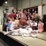 『【乃木坂46】舞台『サザエさん』終了!!集合写真のタマの存在感がヤバすぎるwwwwww』の画像