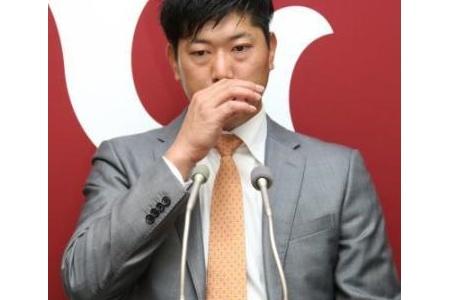 巨人内海、現状維持の4億円でサイン「こっぴどく怒られるかと…」 alt=