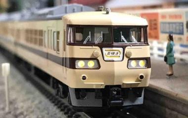 『KATO 117系〈新快速〉 入線』の画像