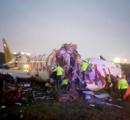 イスタンブール空港で LCC旅客機が着陸失敗で大破、機体が3つに壊れる…3人死亡・179人負傷