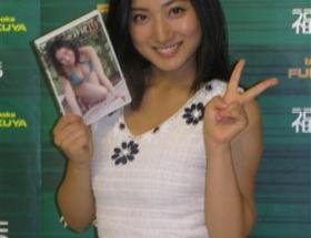 グラビアアイドル 紗綾、新作DVDでFカップボディーを大胆披露www