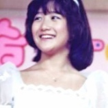 『岡田有希子さんの飛び降り自殺からもうすぐ34年「同期の荻野目洋子さんは今も墓参りを続けている」』の画像