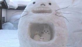 【文化】    日本で 雪が積もるとどうなるのか?  日本の いろんな雪だるまの作品の 写真一覧。   海外の反応