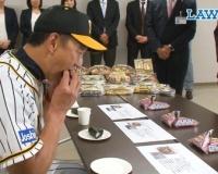 金本知憲さんのおにぎりの食べ方wwww