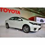 トヨタ、新型「カローラ アルティス」を初公開 高級感をアピール、6MTを設定
