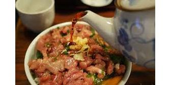 初めて嫁に食わして貰った飯は鯵のタタキ丼だった。元カノは肉じゃがとか女の子が作るご飯だったが、嫁のは…