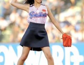 川口春奈がミニスカ始球式の理由告白「夏は露出が好き」