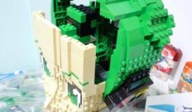 【創作】  日本人が レゴで 等身大「初音ミク」を 半年かけて作り上げる。    海外の反応