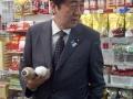 【速報】コンビニに安部総理wwwwwwwwwwwwwwwwwww(画像あり)