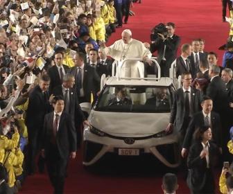東京ドームに5万人が集結「( ゚∀゚)o彡°教皇!教皇!」ローマ教皇のミサに大行列 オフィシャルグッズ売れまくり