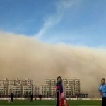 【動画】中国、濃密スモッグ襲来かと思ったら、本物の凄い大砂嵐が街を襲いのみ込む! [海外]