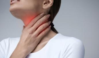 【閲覧注意】医者「あ~喉が裂けてますね。3日はぬるま湯以外何も口にしないでくさださい。」