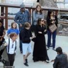 『【テンションダダ下がり…!?】アンジェリーナ・ジョリーが子供たちを連れてローマ観光!Angelina Jolie and her kids tour Colosseum in Rome』の画像