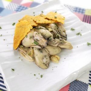 食感の違いを楽しむ♪牡蠣の白ワイン蒸し カリカリチーズ添え