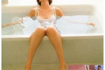 篠田麻里子さん乳首が透ける