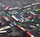 【画像】中国の交差点がデッドロック状態だと話題