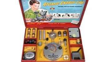 放射能大丈夫かよ!?昔のアメリカの玩具には『ウラン鉱石付き』の観測セットがあった!