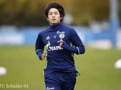 【 画像 】足が細くなってる!?シャルケ内田篤人、復帰に向けて全体練習の一部に参加!
