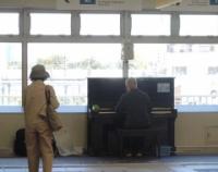 『江古田駅にピアノがやってきた 練馬駅にホームドアが姿を見せた 東急電鉄5118編成が戻ってきた』の画像