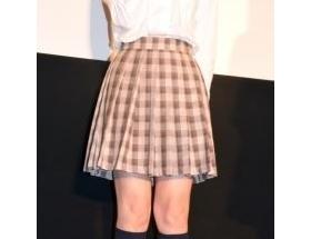 篠田麻里子(29)の女子高生制服姿をご覧ください