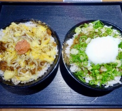 【台北・南京復興】金仙魯肉飯鉑金食堂 明太子チーズ魯肉飯と温玉ネギ魯肉飯