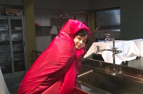 【画像あり】 橋本環奈 寝袋から顔だけ覗かせた明太子状態の写真に絶賛「どんだけかわいいねん」のサムネイル画像
