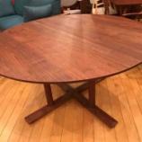 『上品な脚の丸テーブル・CHORUS(コーラス)・日進木工』の画像