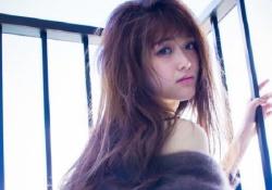 清純派アイドルの松村沙友理ちゃんが初写真集でTバック姿を披露!処女のくせにエロすぎると話題に!