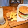 ハンバーガーもウマい!本山郊外の春里の街にあるオシャレなサンドカフェ/LIBERTY SAND