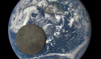 NASA、月の裏側と地球の2ショット写真を公開