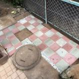 『庭DIY:玄関脇にカラー平板敷設』の画像