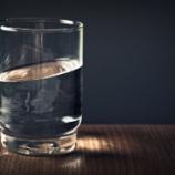 『【地震への備え】1日に水はどれくらい必要だと思う?』の画像