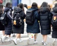 【画像】韓国の女子生徒の間でダウンコートが流行りすぎてる問題