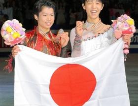 世界フィギュア:羽生、逆転の金メダルで3冠!