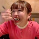 『ほんと美味しそうに食べるなぁw 元メンバーのもぐもぐタイムですw【乃木坂46】』の画像
