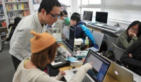 【学校】   日本の短期大学で 初音ミクのボーカロイドを授業で教える専科が出来たらしい。  海外の反応