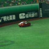 HKT48指原莉乃、ホークス戦で始球式を行う。ベース手前でバウンドしゴロでミットへ…
