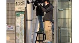 【圧縮マン】朝日新聞・西畑志朗、望遠圧縮で品川駅の「密」を演出→言い訳するも即座に論破され炎上wwwww