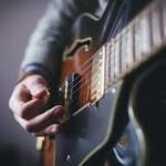 無趣味だからギター始めたいんだが、楽譜も一切読めないフリーターだけどいける?