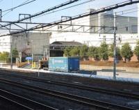 『東海道本線 吹田駅とアサヒビールとコンテナ』の画像