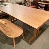 『SWING・栗ブックマッチテーブルに飛騨産業・Kinoeのチェアとベンチをセット』の画像