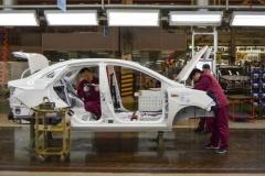 中国、新車に中古車部品の再利用を奨励する政策を導入 米中経済分断の備えか