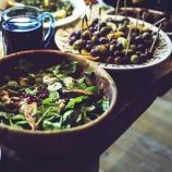 『サラダバーでおいしいサラダを作る4つのポイント』の画像