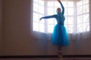 【宗教】「ヒジャブをつけたまま踊りたい」バレリーナを目指すイスラム教徒の少女がステキ