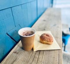 味も本格派の可愛いカフェ【OKUSAWA FACTORY Coffee & Bakes】の「カフェモカ」@奥沢